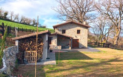 Rehabilitación de cabaña para casa rural en Pedroso, Cantabria